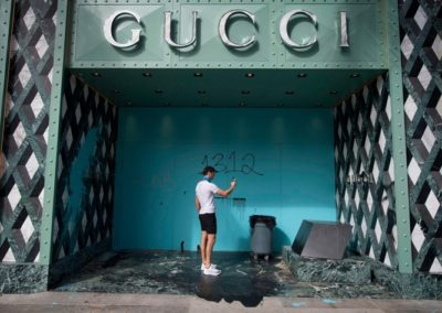 Luxury brands stores looted in US ! Louis Vuitton, Chanel, Rolex, Gucci,...
